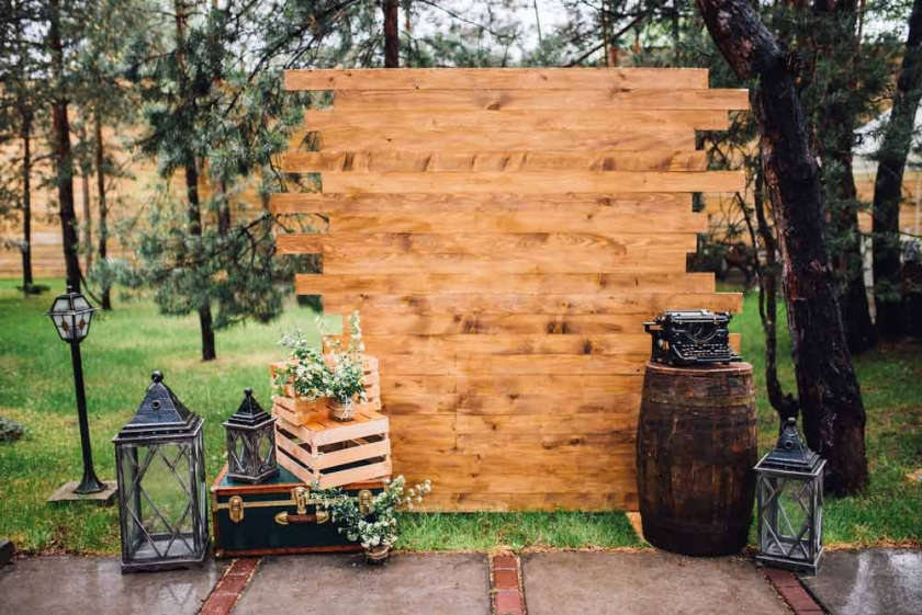 The Pros & Cons Of Open-Air & Enclosed Photo Booths